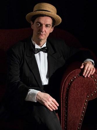 Απόψε η παράσταση «Κύριε Αττίκ…τελειώσαμε» στο ανοιχτό θέατρο του Λόφου Πανί