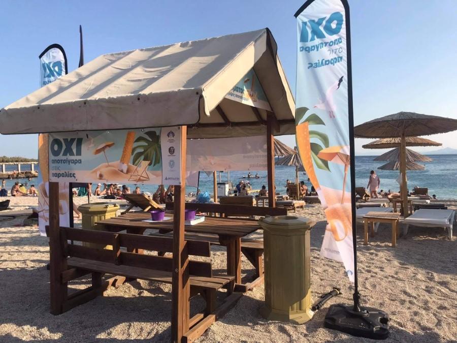 Τοποθετήθηκε στην παραλία Αλίμου το πρώτο υπαίθριο στέγαστρο καπνιστών