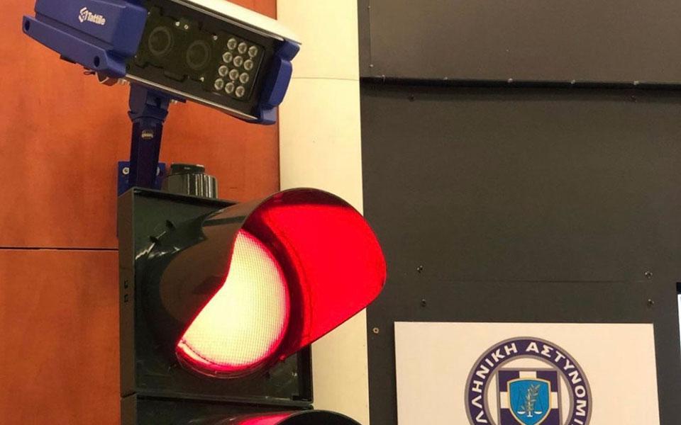 Σε λίγες ημέρες ξεκινάνε τη λειτουργία τους οι πρώτες κάμερες για την παραβίαση του κόκκινου σηματοδότη στη Λ.Ποσειδώνος