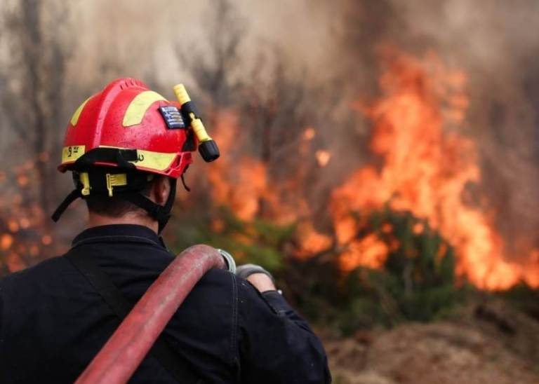 Nέα φωτιά στο Σούνιο, κοντά στα Λεγραινά