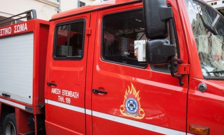 Δύο φωτιές ξέσπασαν χθες σε Βούλα και Βάρη