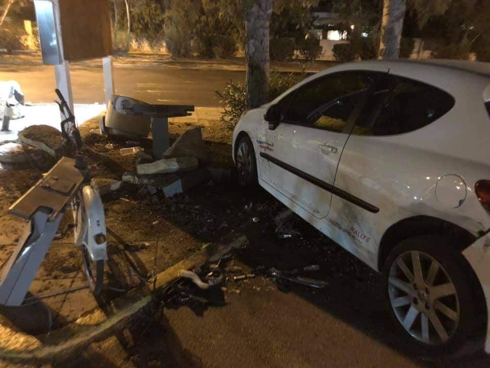 Bούλα: Ατύχημα μπροστά στο δημαρχείο