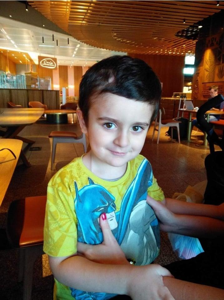 Βούλα: Επιστροφή του 6χρόνου Άγγελου Ρεκατσίνα μετά τη θεραπεία του στην Ιταλία