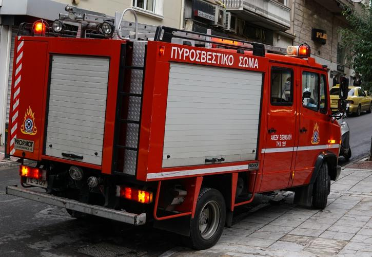 Άγιος Δημήτριος: Πυρκαγιά σε διαμέρισμα – Χωρίς τις αισθήσεις της εντοπίστηκε μία γυναίκα