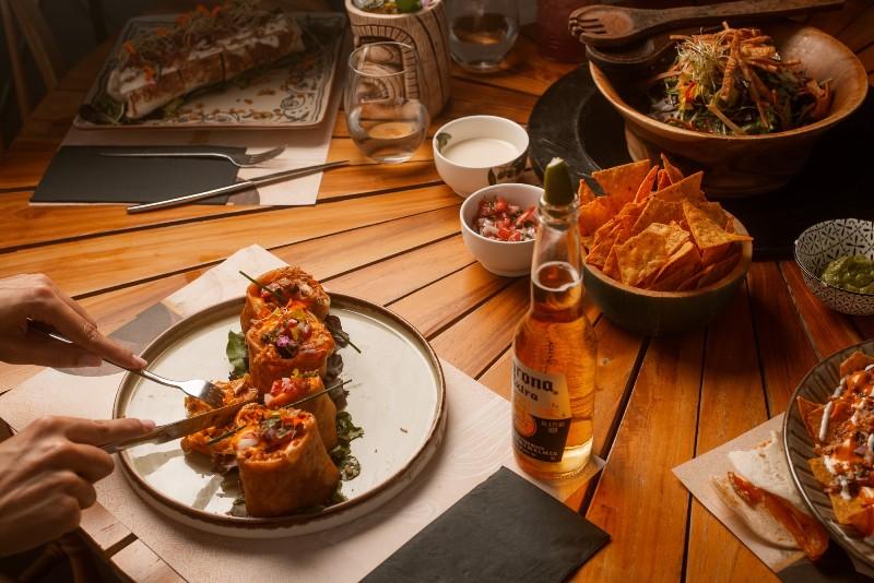 Στο «Rayen» απολαμβάνουμε μεξικάνικο φαγητό και cocktails