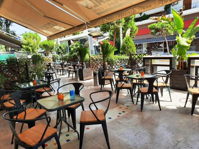 Local's Market Café: Μας περιμένει για τα καθημερινά μας ψώνια και το καφεδάκι μας