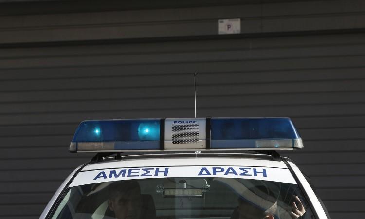 Ηλιούπολη: Εκαψαν το ΙΧ του αστυνομικού που κρατούσε αιχμάλωτη και εξέδιδε την 19χρονη