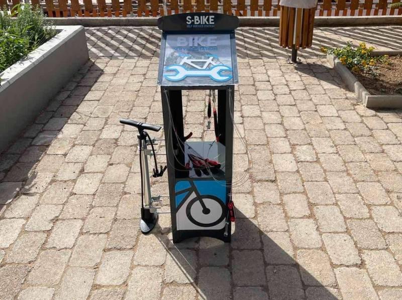 Τοποθετήθηκαν οι πρώτοι σταθμοί επισκευής ποδηλάτων στον Άλιμο