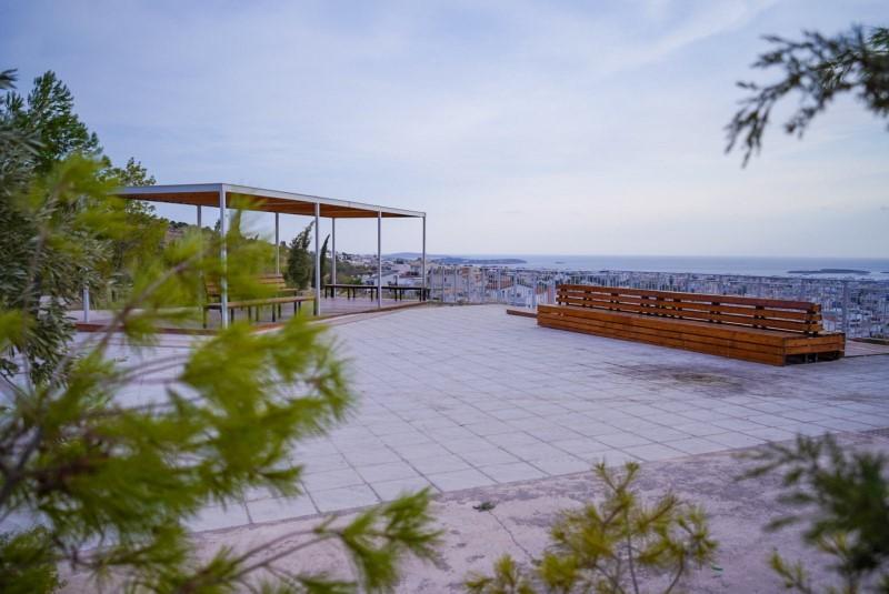 Το ωραιότερο δημόσιο μπαλκόνι με θέα είναι στη γειτονική μας Γλυφάδα